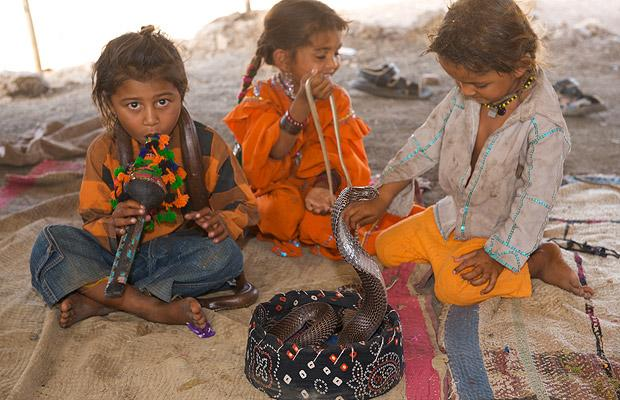 children_snake_charmers_in_india_05.jpg (620×400)