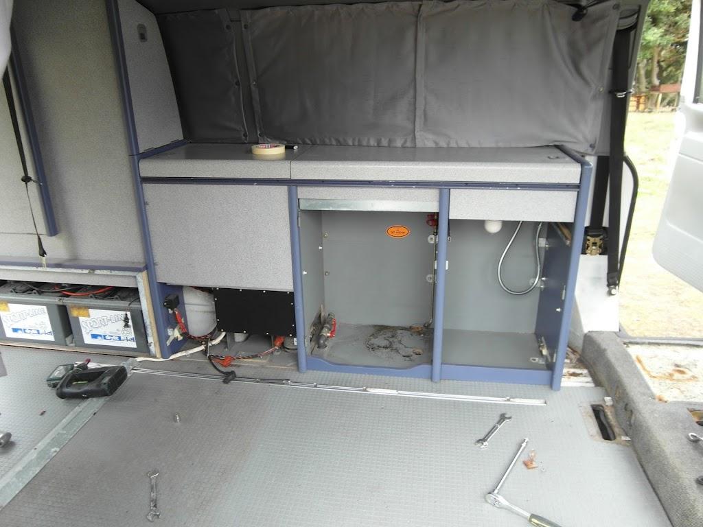 Restauraci N Bajos T4 California Coach Desmontando Muebles Y  # Muebles California
