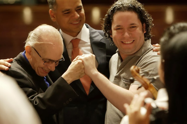 Maestros Abreu and Dudamel with Andrés Izarra, Minister of People's Power for Tourism of Venezuela.