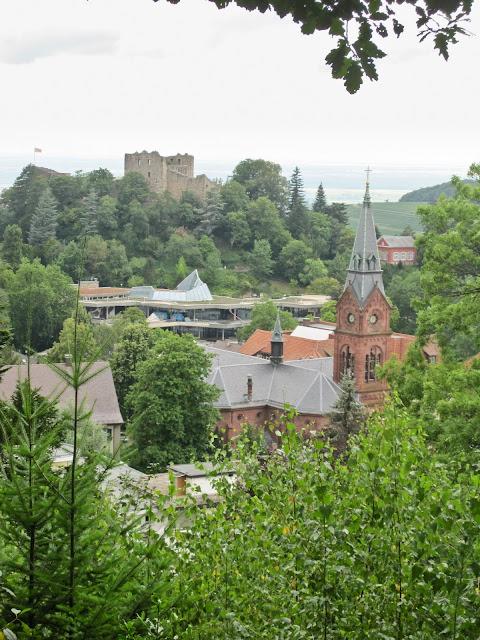 Blick auf Badenweiler mit Burg und Kurhaus