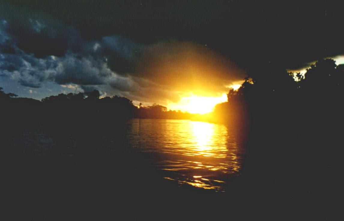 Sonnenuntergang über dem Rio Madeira