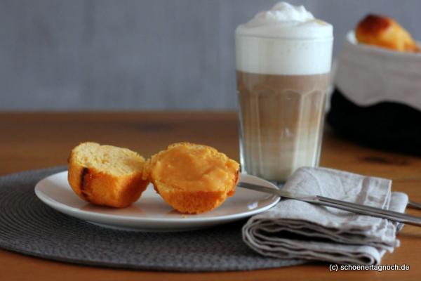 Süßkartoffelbrioche mit Blutorangencurd, dazu Latte Macchiato