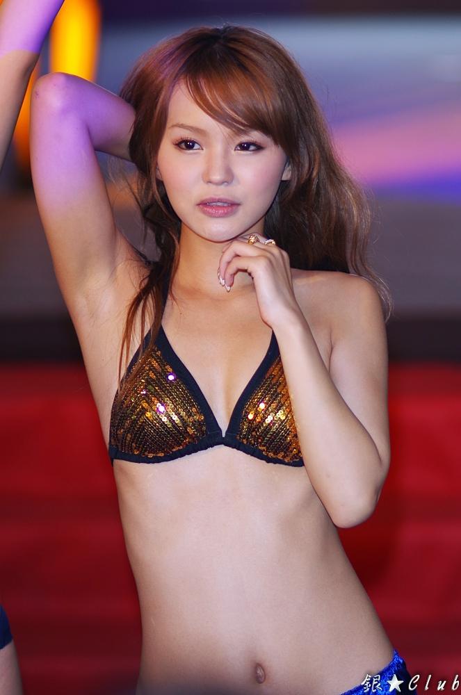 BRW108 ~ 丘咲エミリ、北川瞳、桐谷ユリア