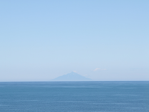 羽幌サンセットビーチ駐車場から 利尻島