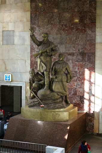 Metro Partizanskaya Statue