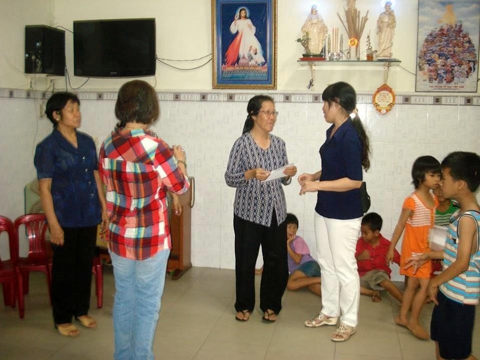 Hội Các Bà Mẹ Công Giáo Phú Hòa Thăm Trẻ Mồi Côi