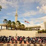Meczet Narodowy - motorków dużo, bo godzina modlitwy