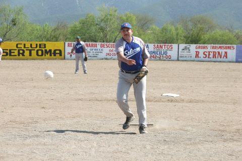 Juan Andrés Acevedo de SUTERM en el softbol del Club Sertoma.