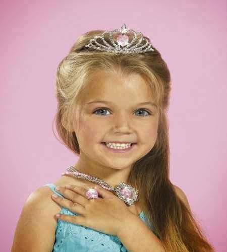 Buena idea cubrir a las niñas con alguas joyas para la Fiesta de princesas