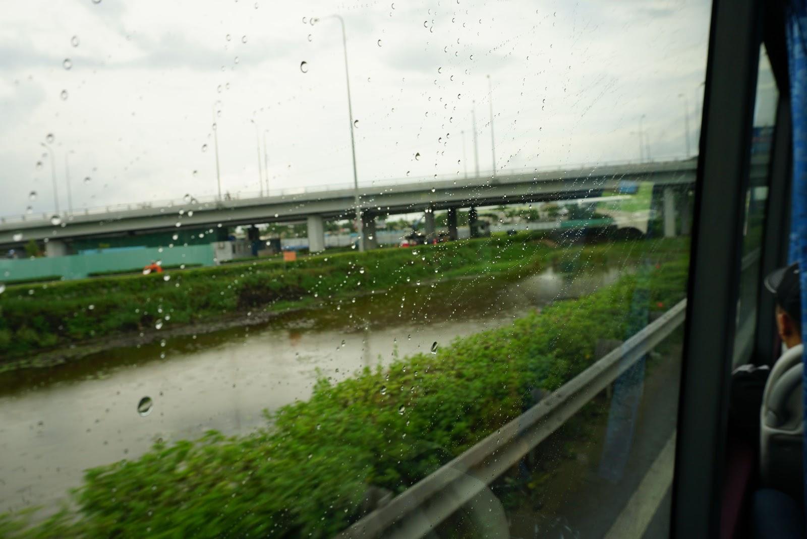 Trời Sài Gòn mưa phùn nhẹ, vừa lo, vừa nhiều suy tư