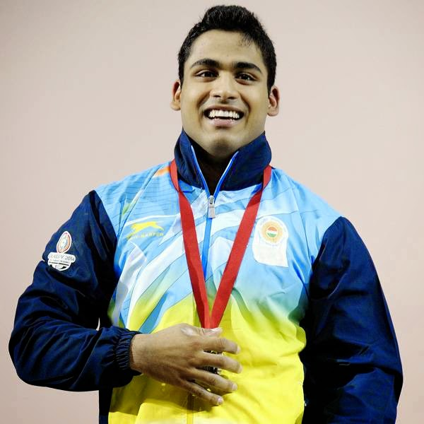 Writhing in pain, young Vikas Thakur produced the lift of his lifetime to clinch the silver medal in men's 85kg weightlifting, as Indian lifters continued their spectacular show in the 20th Commonwealth Games on Monday.