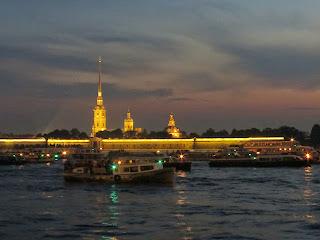 Le soir sur la Neva a St Petersbourg !