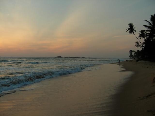 Шри Ланка, Южная провинция, Хиккадува, вечер.