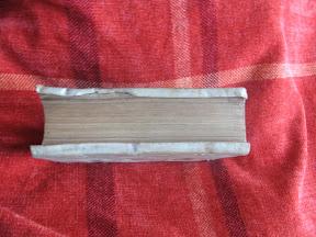 Las tapas de muchos libros del renacimiento se prolongaban para proteger las hojas del libro.