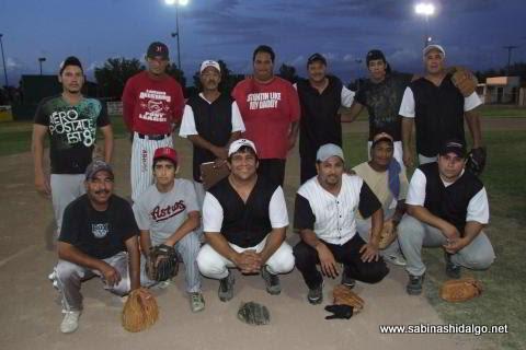 Equipo Potros Salvajes del torneo nocturno de softbol