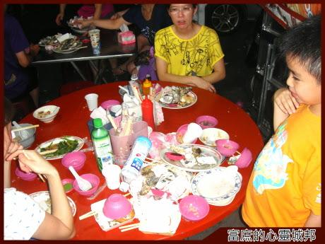 東石阿春小吃鮮蚵餐後杯盤狼籍