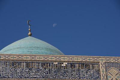 Kuppel, Halbmond und Mond