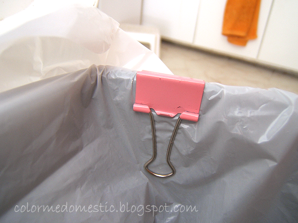 Color Me Domestic: No mess trash cans with binder clips