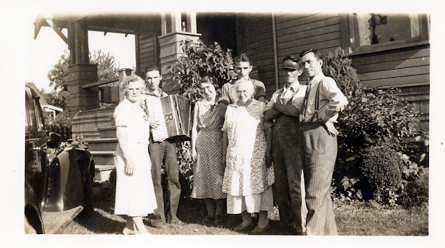 The Fabre's on Tobin Avenue, Renton, Washington (circa 1936)