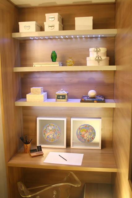 DORMITORIO PARA JOVENCITA EN AZUL Y MADERA Suite da Moça via www.dormitorios.blogspot.com
