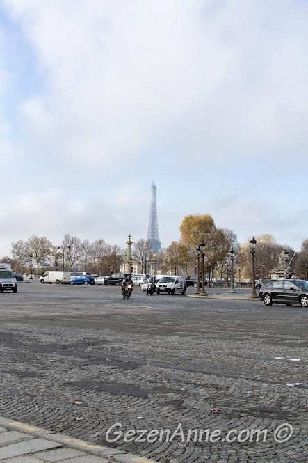 Concorde meydanından Eiffel kulesi manzarası, Paris