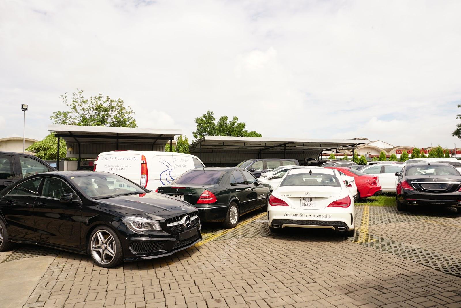 Một góc nhỏ của kho để xe của Mercedes Benz, tất cả đều chuẩn bị bàn giao