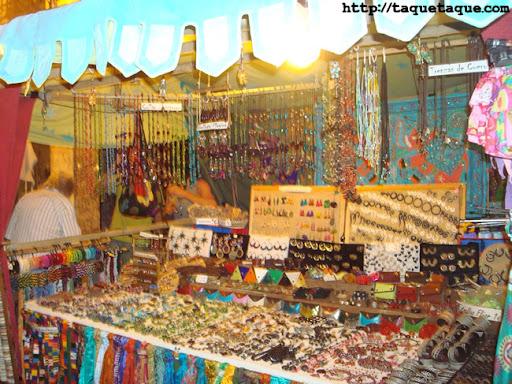 artesanía (abalorios, y otros complementos) en el mercadillo del mar de Estepona (Málaga), (16 y 17 de julio de 2011)
