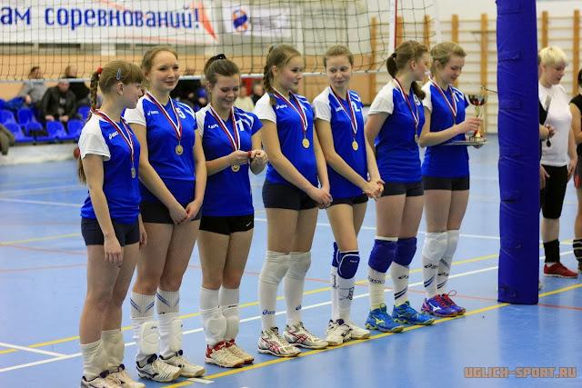 Команды девушек  г. Мышкина - победитель Рождественского Кубка по волейболу 2014 в Угличе