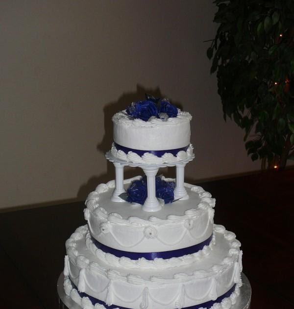 how to make a 5 tiered wedding cake s icing on the cake 3 tier wedding cake blue amp white 15790