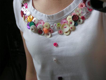 Inspiração: botões no decote da blusa