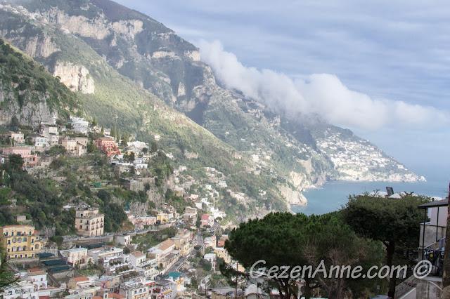 Amalfi kıyılarındaki küçük yerleşimler