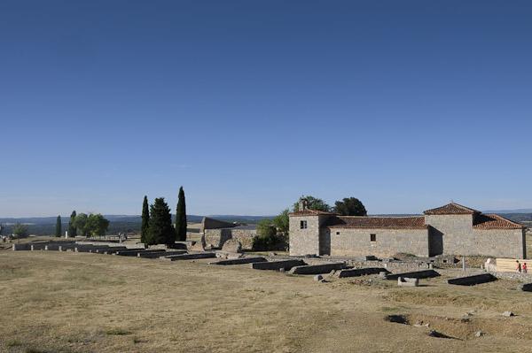 Colonia Clunia Sulpicia - Tabernas del Foro y Ermita de la Virgen de Castro
