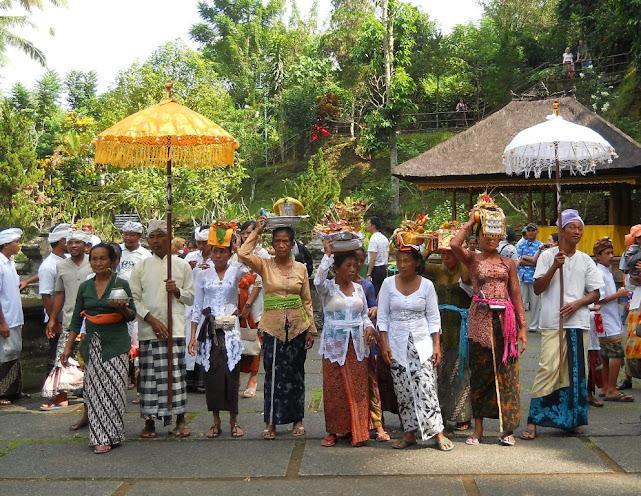 Templomi menet egy Ubud melletti templomban