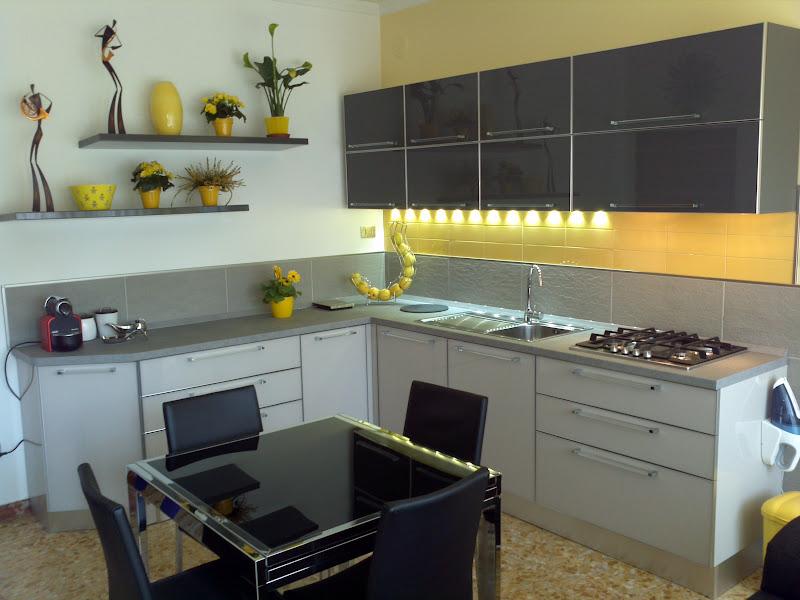 Al posto delle piastrelle in cucina finest al posto delle - Resina in cucina al posto delle piastrelle ...
