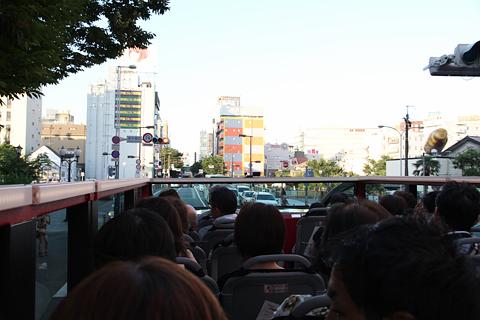 西日本鉄道「福岡オープントップバス」 赤塗装 車窓 国体道路