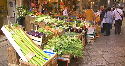 Palermo - Gemüsestand auf dem historischen Markt Vucciria.