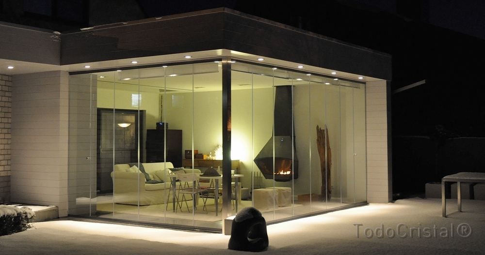 Frameless glazing systems