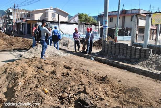 Vecinos se oponen a desfogue de aguas negras