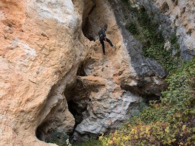 Ràpel per sortir de la cova de Mont-ral