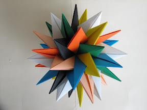 Seven Intersecting Stars by Meenakshi Mukerji at http://www.davidpetty.me.uk/origamiemporium/images/mm_tuvwxyz.gif