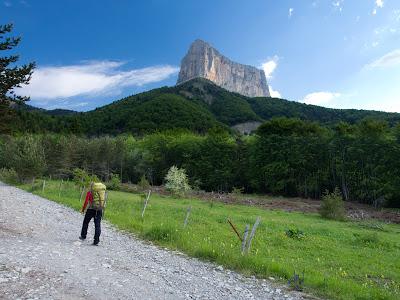 Aproximació cap a la base de la muntanya