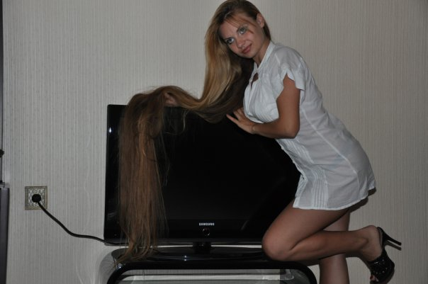 model with long healthy hair