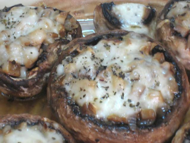 Champiñones rellenos de queso, cebolla y mostaza