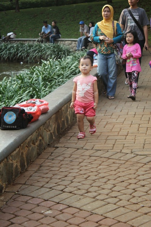 Diana bergaya di Taman Ayodya