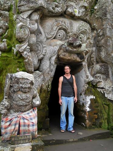 Goa Gajah bejárata, a démon száján keresztül lehet bemenni