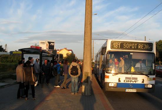 autobus 181 na przystanku