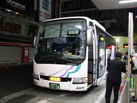 名鉄バス「名古屋新宿線」Sクラスシート車 2253 新宿改札中