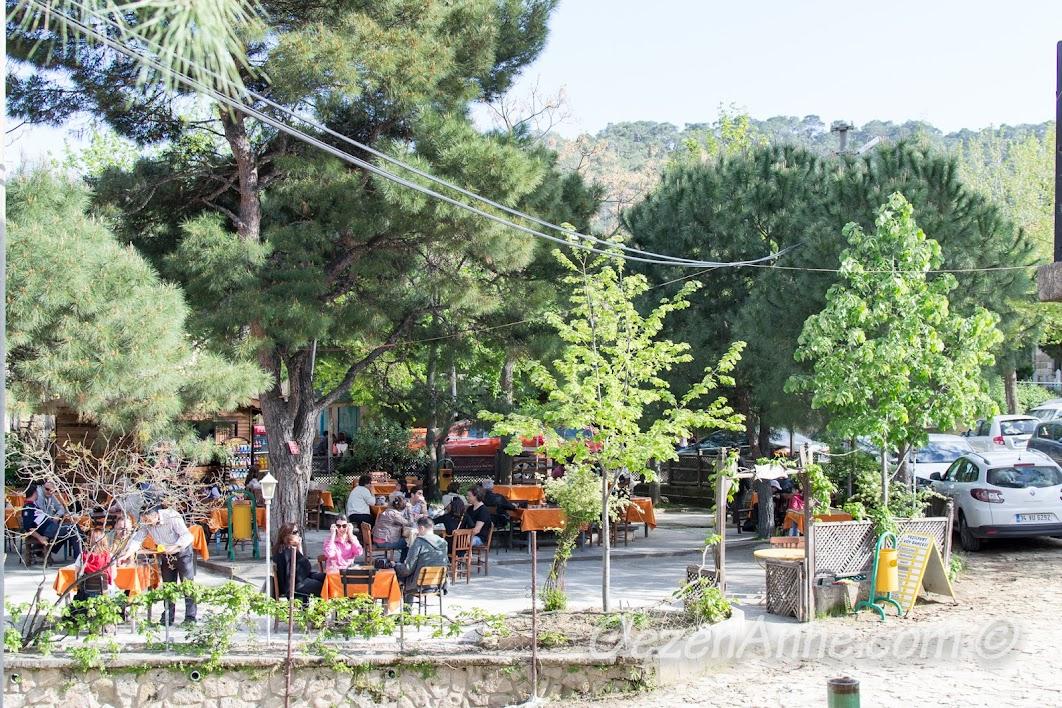 Yeşilyurt merkezindeki çay bahçesi