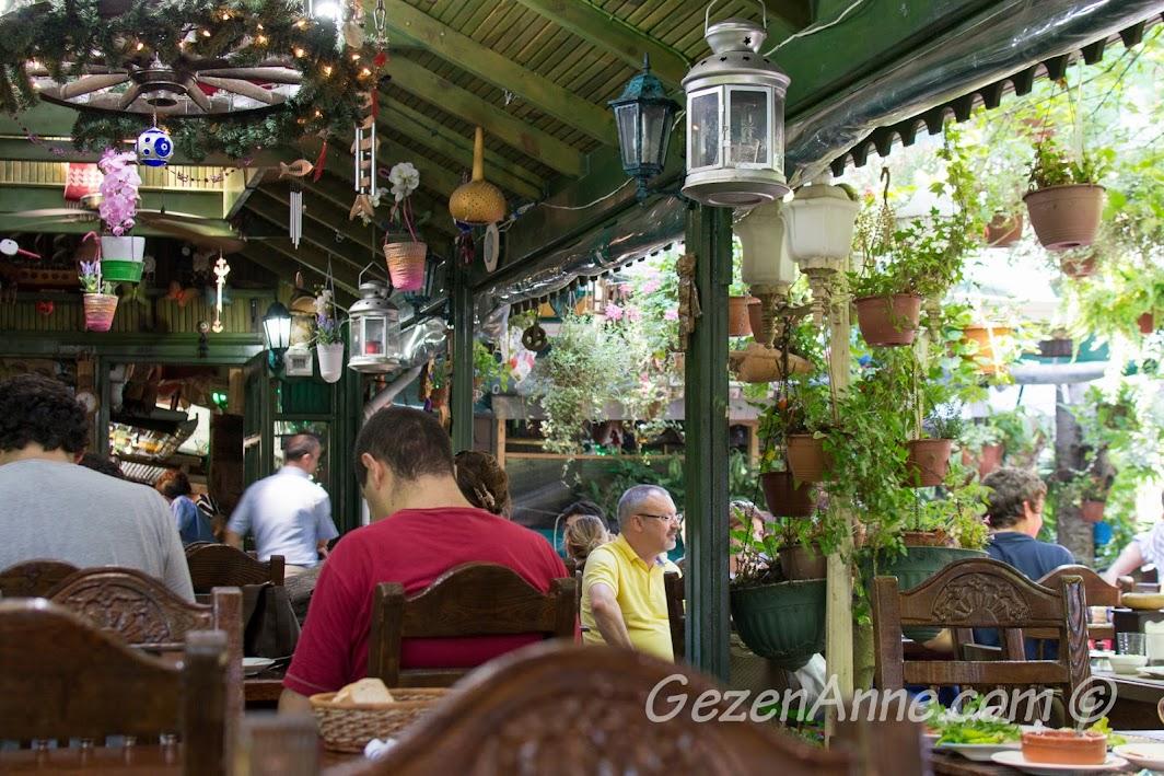 Polonezköy, Polina'daki yemek mekanı