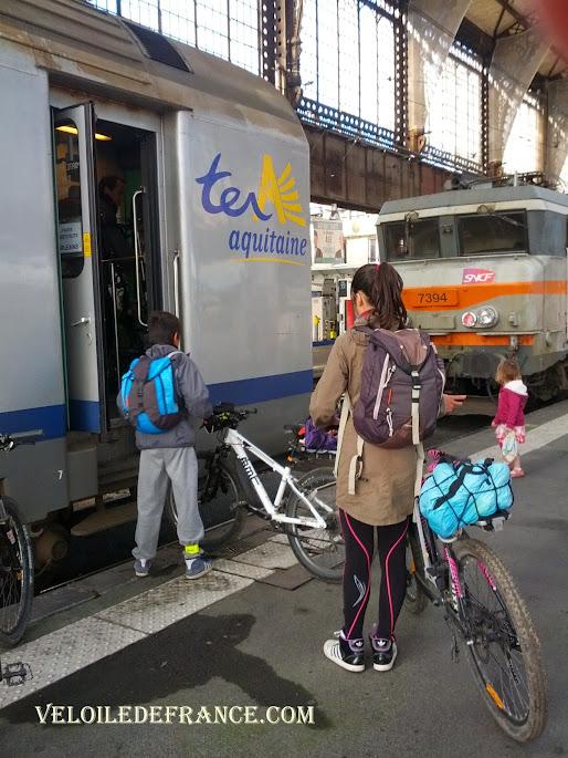 Petite porte étroite des wagons Intercités et TER entre Paris-Austerlitz et Orléans  - La Loire à vélo sans prendre l'eau par veloiledefrance.com